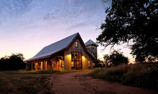 The Gambrel Barn Is One Of The Most Popular Rooflines Because It Offers The Greatest Interior Capacity In The Second S Barn Style House Gambrel Barn Barn House