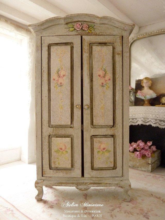 Armoire miniature en bois, Gris gustavien, Rubans et roses - peindre une armoire en bois