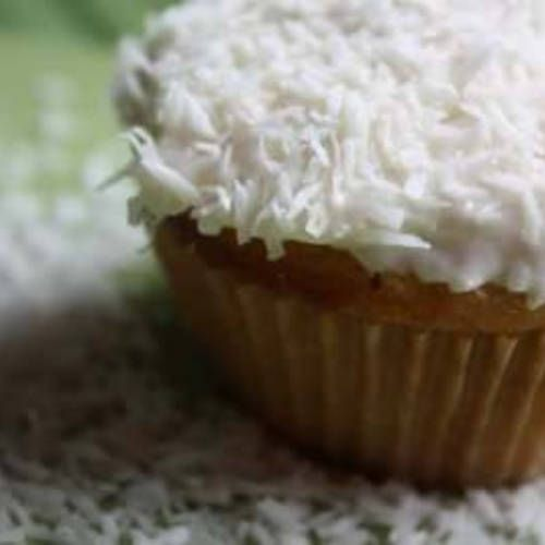 Coconut Cloud Cupcakes | Made Just Right by Earth Balance #vegan #plantbased #earthbalance #recipe #cupcake