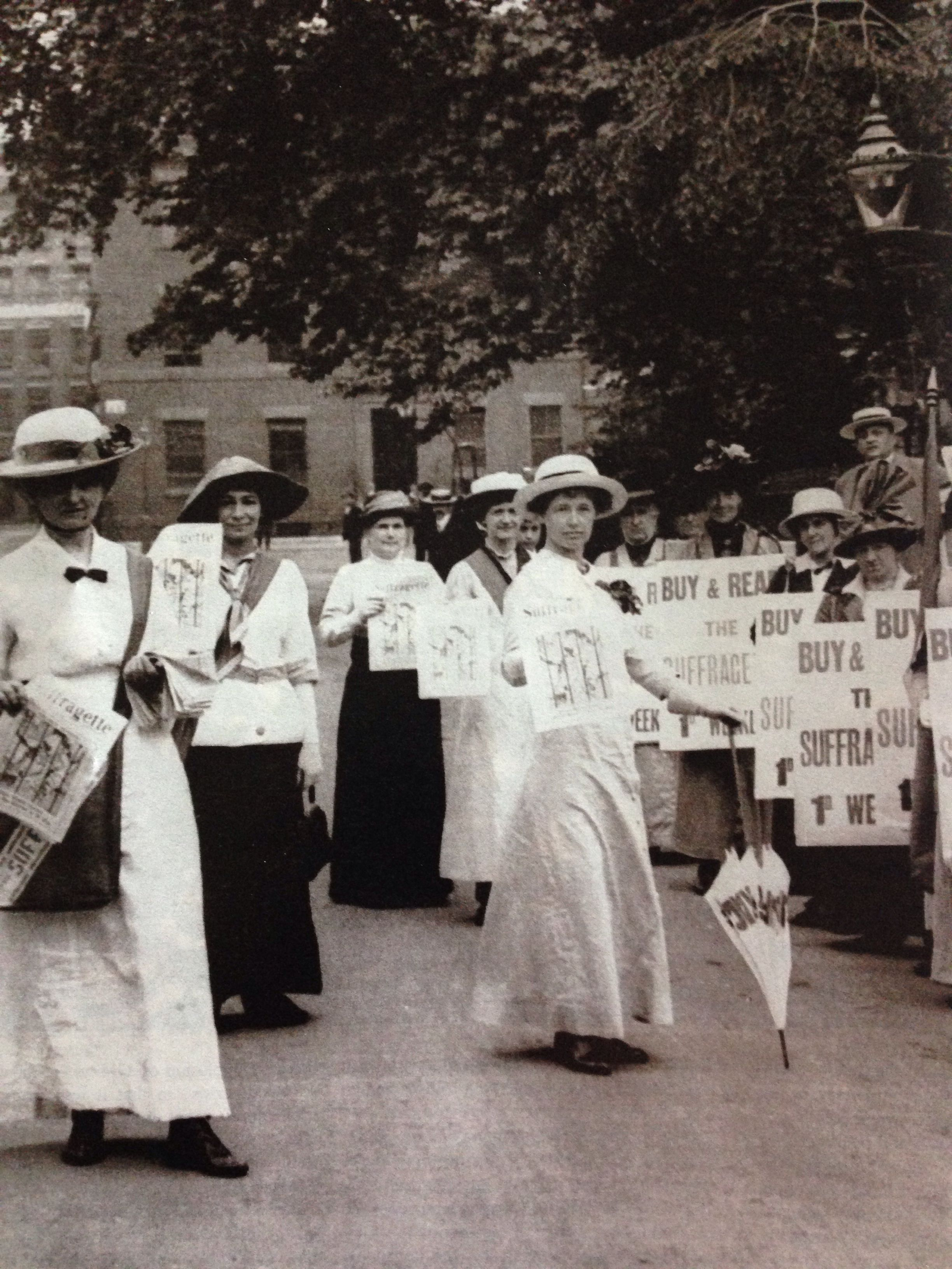 Suffragettes Selling The Suffragette Newspaper July 1914 Women In History Suffragette Suffragette Movement [ 3264 x 2448 Pixel ]