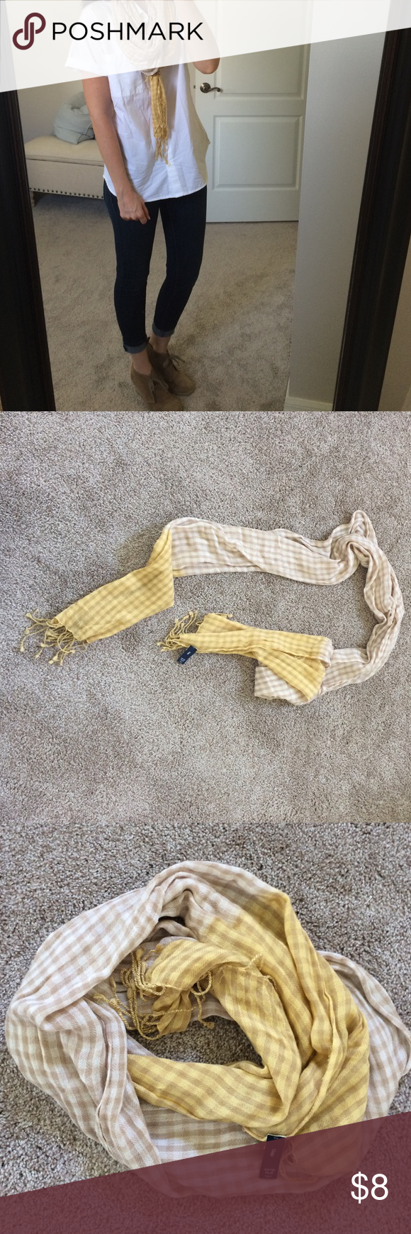 🌴 Gap plaid scarf 🌴 3 items for $9 Gap plaid scarf, maybe worn once - excellent condition GAP Accessories Scarves & Wraps