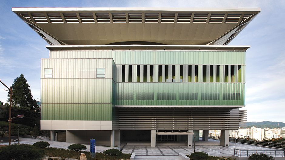 Kyungnam University 60th Anniversary Memorial Hall | Metallic Finish | ALPOLIC®/fr - Learn more about the project at: http://www.alpolic-americas.com/en/example-projects/kyungnam-university-60th-anniversary-memorial-hall?utm_source=Pinterest&utm_medium=social&utm_campaign=Alpolic_website_january