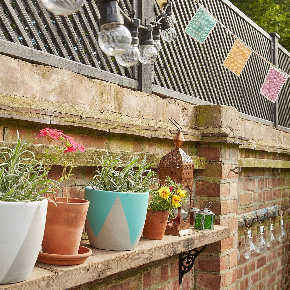 Garden Wall Outdoor Living Room SAH June 17 P98 Makeover