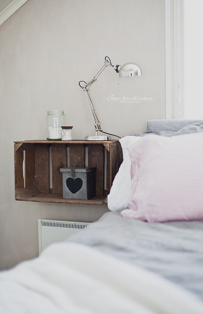 Ripaus Vaaleanpunaista With Images Floating Shelves Bedroom