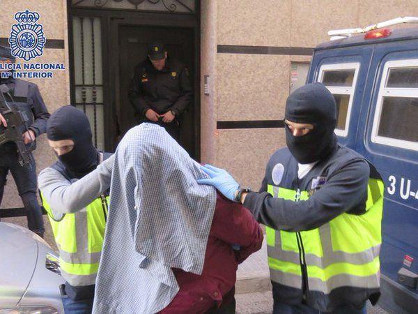Sete pessoas são detidas na Espanha por supostos vínculos extremistas http://glo.bo/1Q3Adnx  #G1
