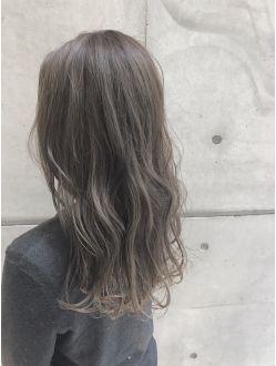外国人ハイライト3dカラー イルミナカラー グレージュ 髪色