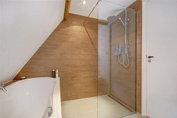 Badkamer hout tegel spa bad douche glas house amsterdam