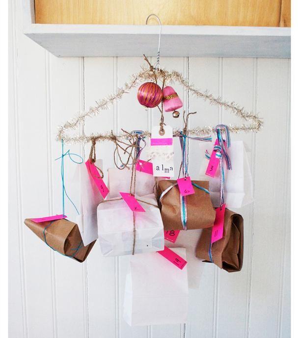 Basteln Mit Kleiderbügel adventskalender basteln kleiderbügel lametta dekorieren päckchen