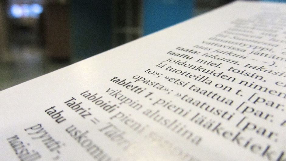 Sanojen muuttuminen tarpeettomiksi tai tyyliltään vanhahtaviksi on luonnollinen osa kielen muutosta. Kokeile, tiedätkö näitä vanhahtavia tai käytöstä poistuneita suomen kielen sanoja.