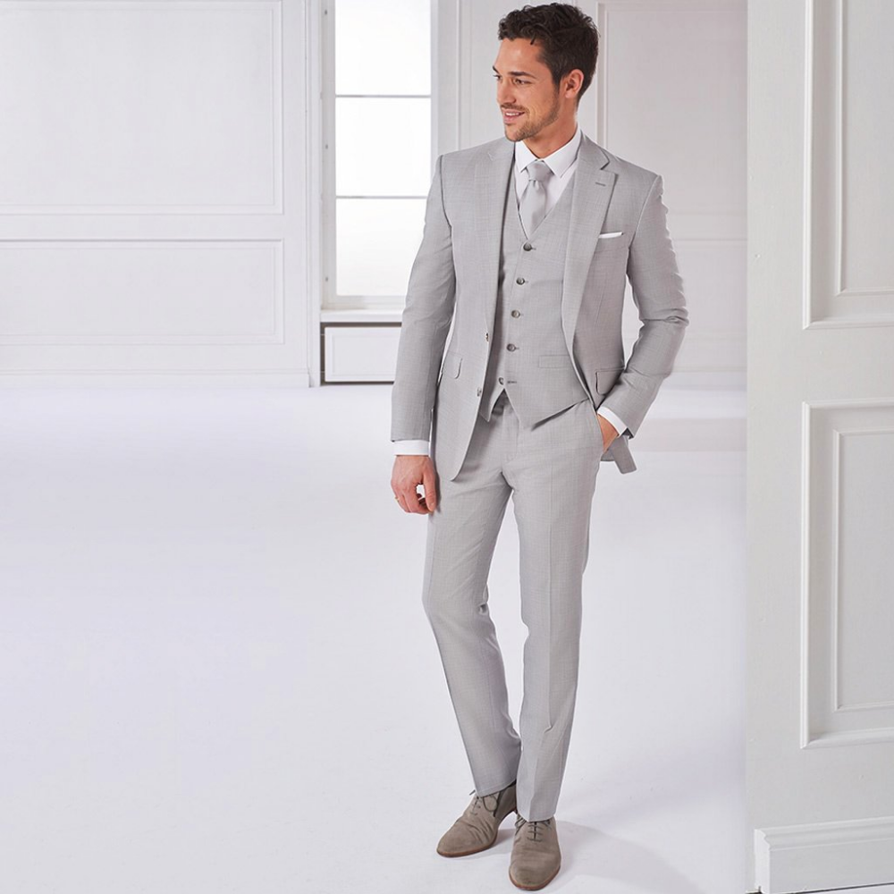 Dreiteiliger Hochzeitsanzug In Hellgrau Heiraten Mit Xuits Hochzeitsanzug Anzug Hochzeitsanzug Brautigam