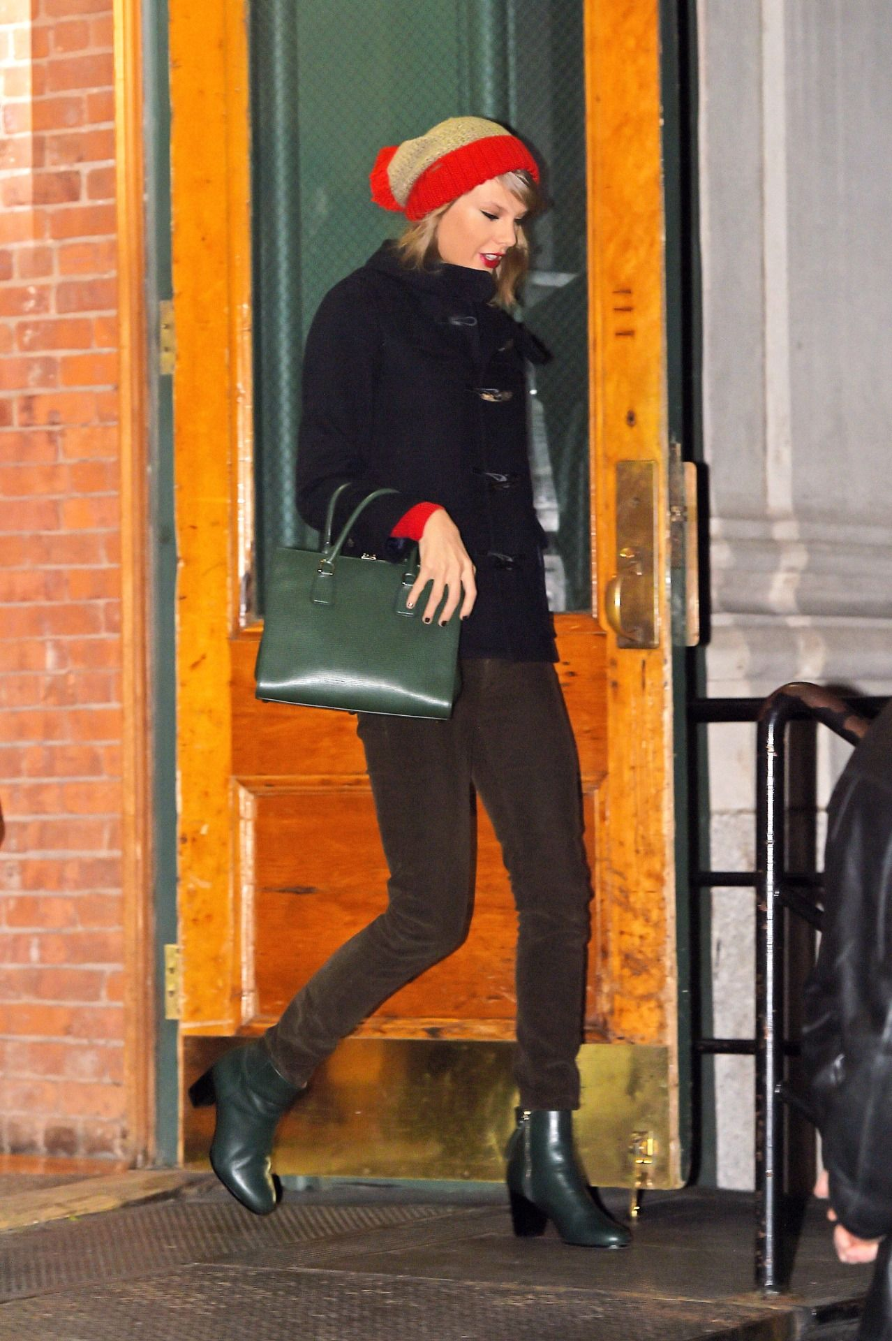 Taylor Swift Web | Leaving her apartment in NYC 12/31/14 ...