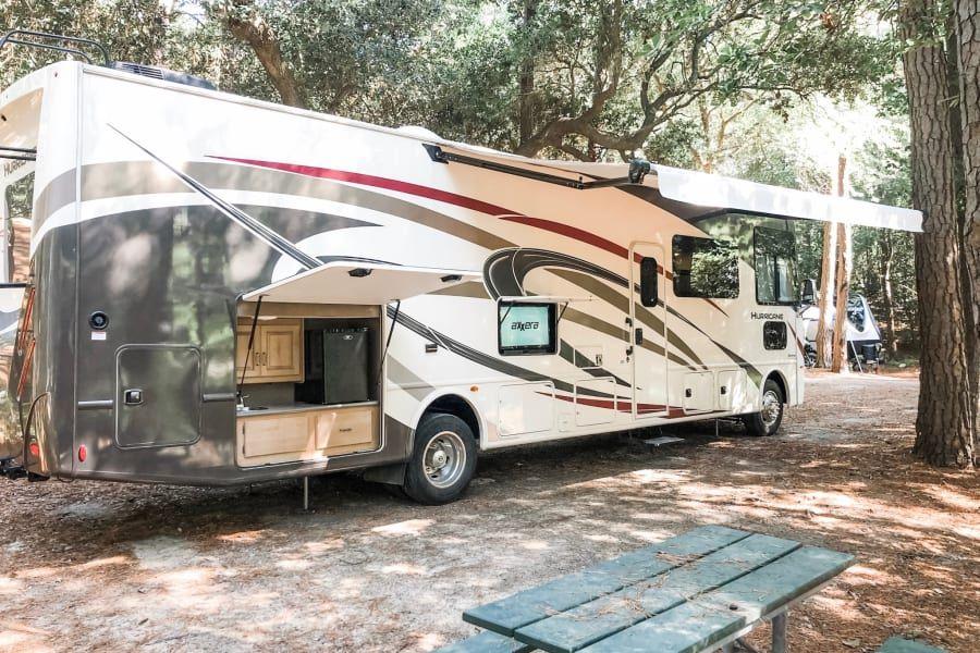 2019 Thor Motor Coach Hurricane Motor Home Class A Rental In San Diego Ca Outdoorsy In 2020 Thor Motor Coach Motorhome San Diego