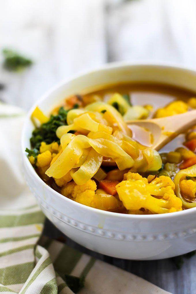 Füttern Sie Ihren Körper all die guten Sachen mit einigen Ernährung reichen Gemüse Kurkuma Suppe.  Anti-inflammatory Kurkuma werden Sie von innen nach außen zu reinigen!