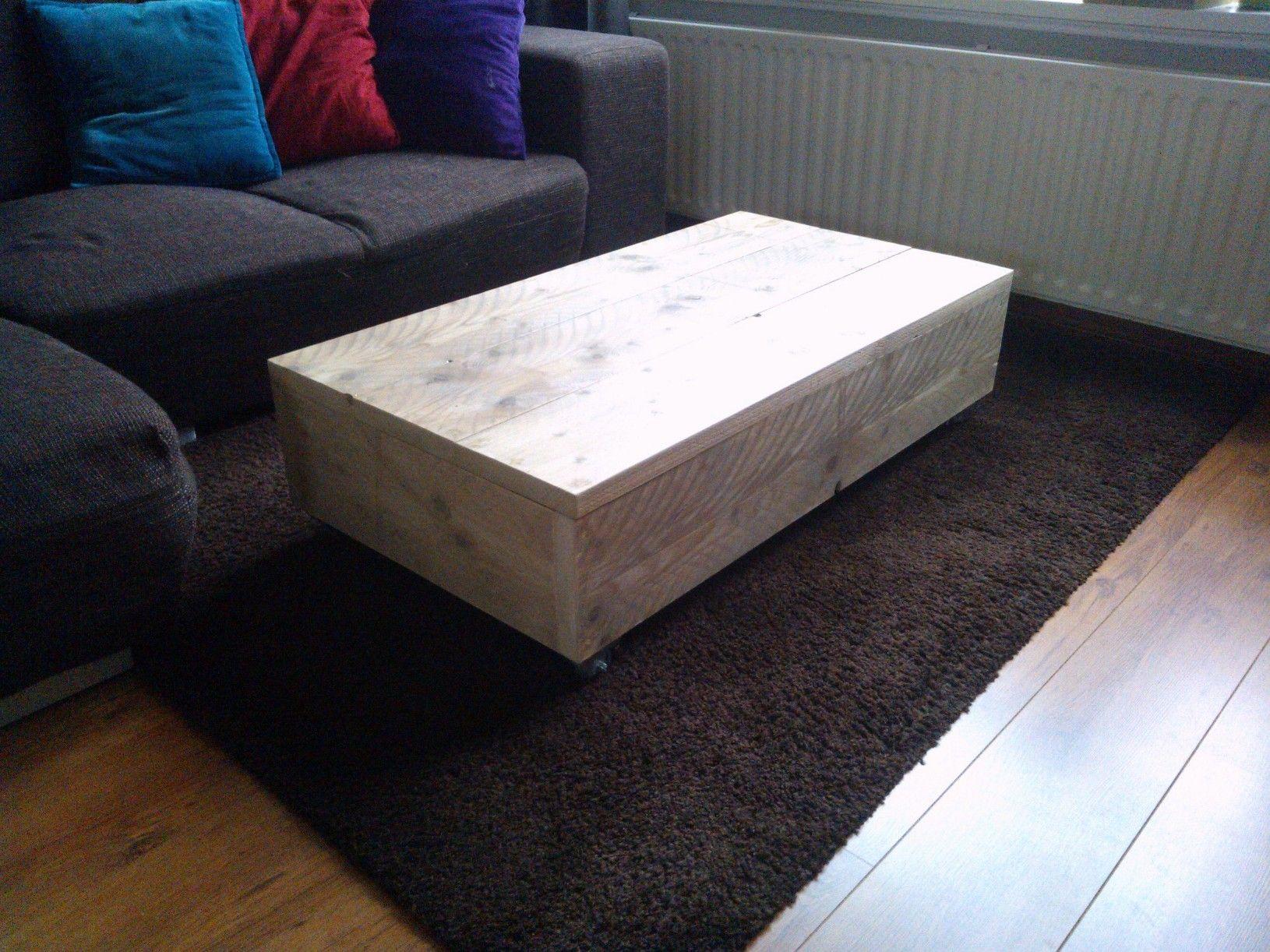 Geef uw woonkamer een nieuwe look met deze salontafel Ties! De tafel is gemaakt van gebruikt steigerhout en afgewerkt met grey wash voor een robuuste uitstraling. De afmetingen van dit model zijn 110x60x30 en kost €139,-. Andere maten en houtsoorten zijn mogelijk op aanvraag, neem voor meer informatie even een kijkje op de site: http://www.fjbmeubels.nl/172688965
