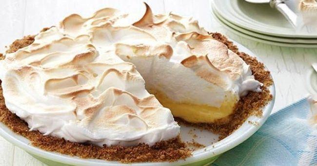 Delicioso pastel soufflé relleno dequeso crema