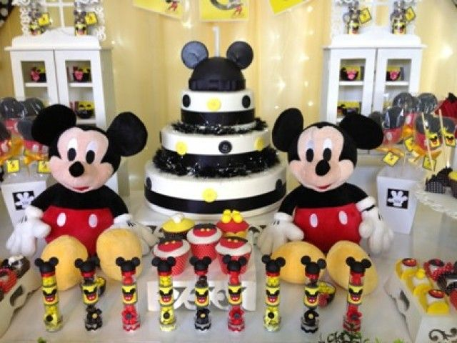 Disney mickey baby shower themes baby shower decoration for Baby mickey decoration ideas