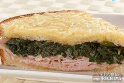 Receita de Sanduíche quente de espinafre, peito de peru e queijo em receitas de paes e lanches, veja essa e outras receitas aqui!