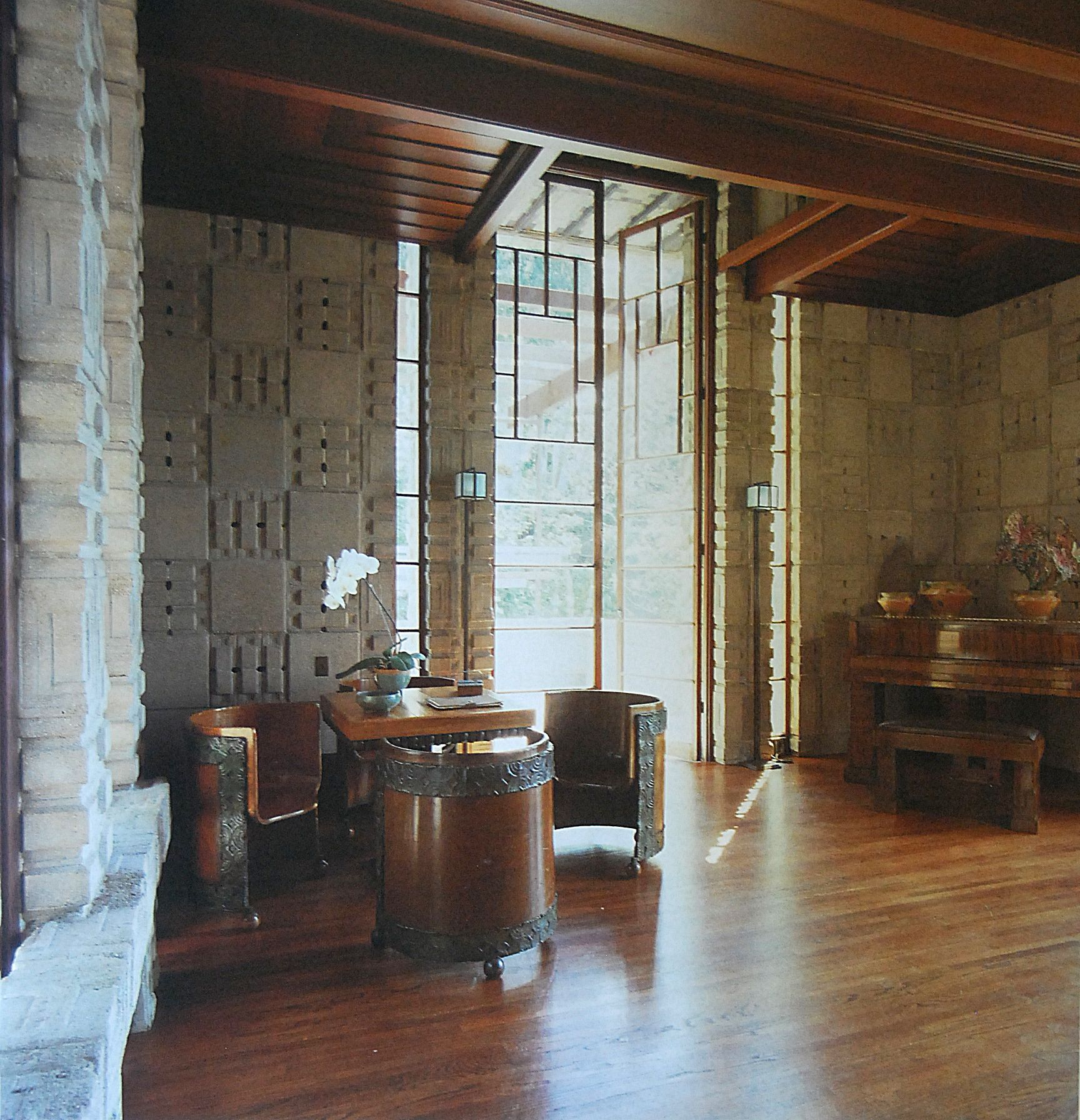 Say Si Si To Spanish Style Homes 6 Key Features: Frank Lloyd Wright Interior Design