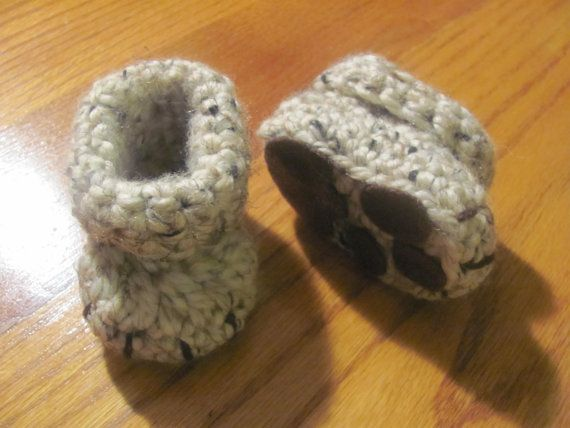 Booties with paw prints hand crochet | Babies | Pinterest
