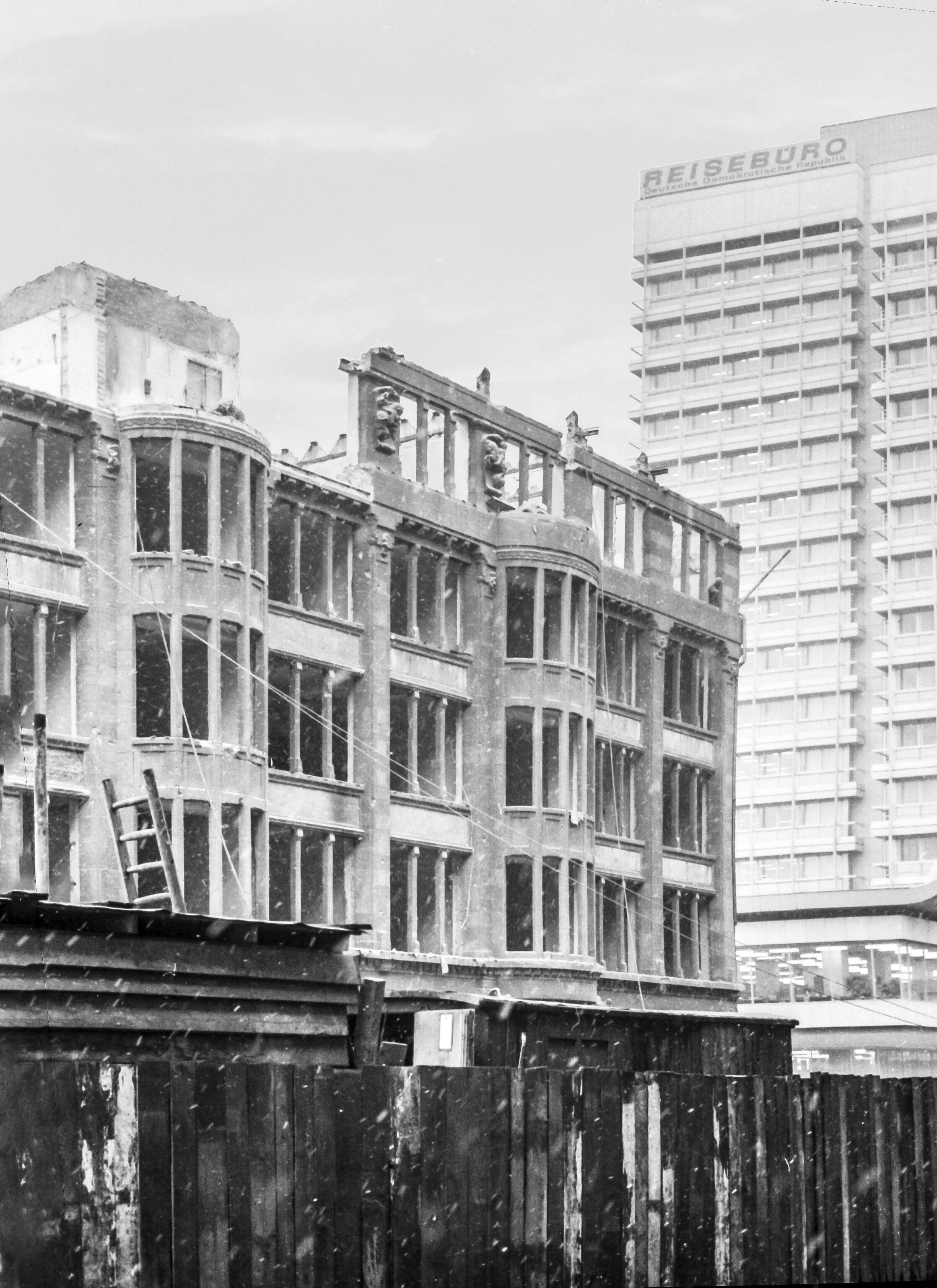 1972 Berlin Alexanderplatz Abriss Der Letzten Originalbebauung In 2020 Berlin Oldies Olds