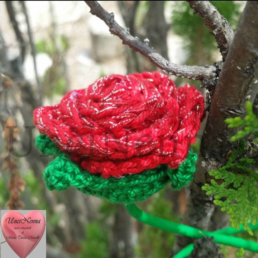 Rosa Rossa E Argentata Alluncinetto Bomboniera Segnaposto Per