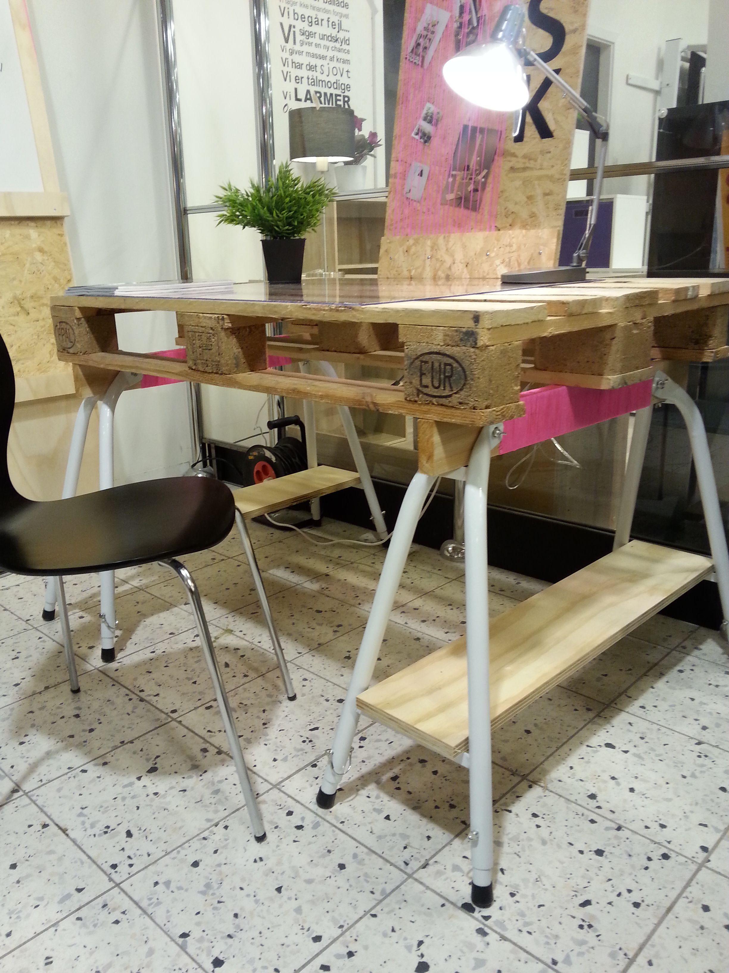 Skrivebord af europa palle og bukke - fra butikken i Tilst | SILVAN - vi gør det selv i 2019 ...