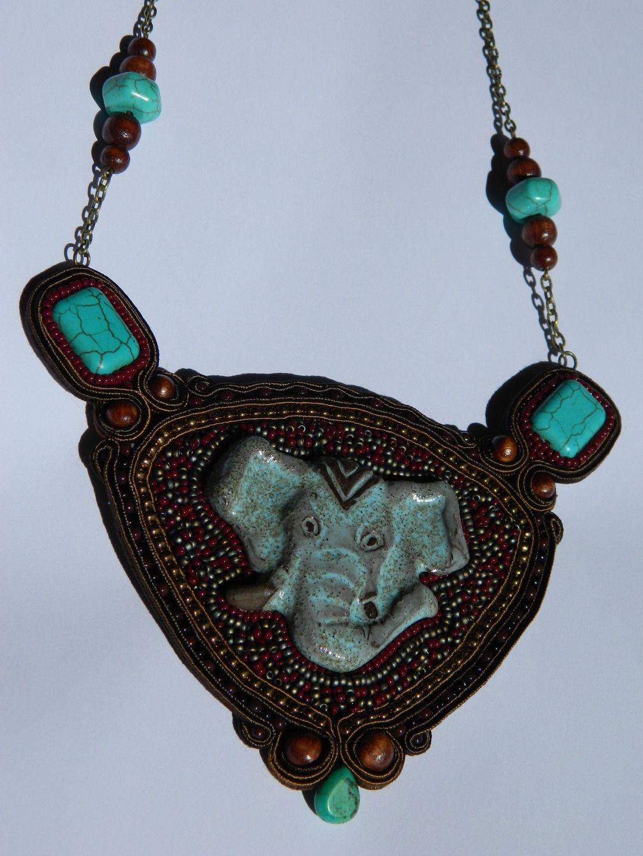 Collier plastron en broderie de perles, soutache et céramique, style ethnique : Collier par les-petits-bijoux-de-ceci