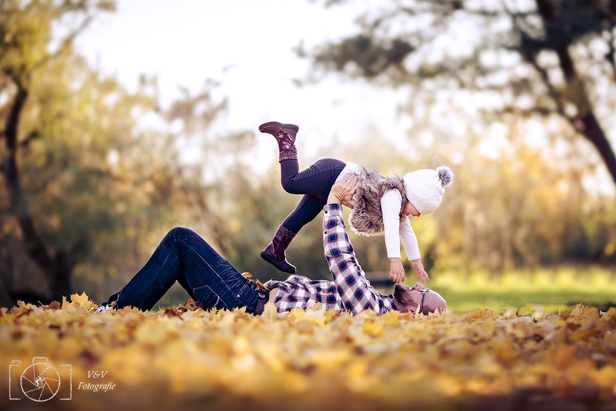Familienbilder Outdoor Familienfotoshooting Natur Familienbilder Herbst Famil Fall In 2020 Family Photoshoot Outdoor Baby Photography Father Daughter Pictures
