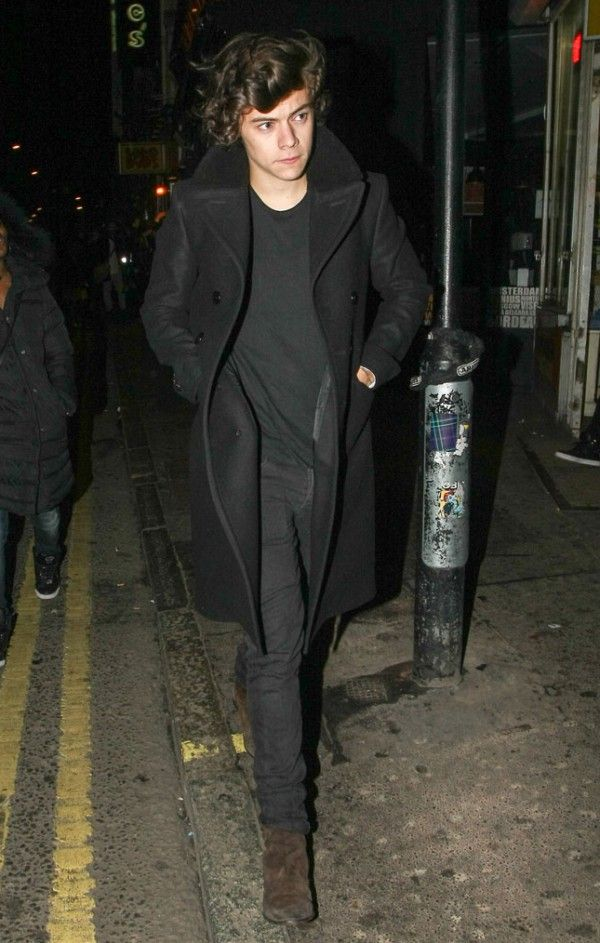 f7b4bc0af Leaving a night club, Harry Styles wears his chelsea boots with a ...