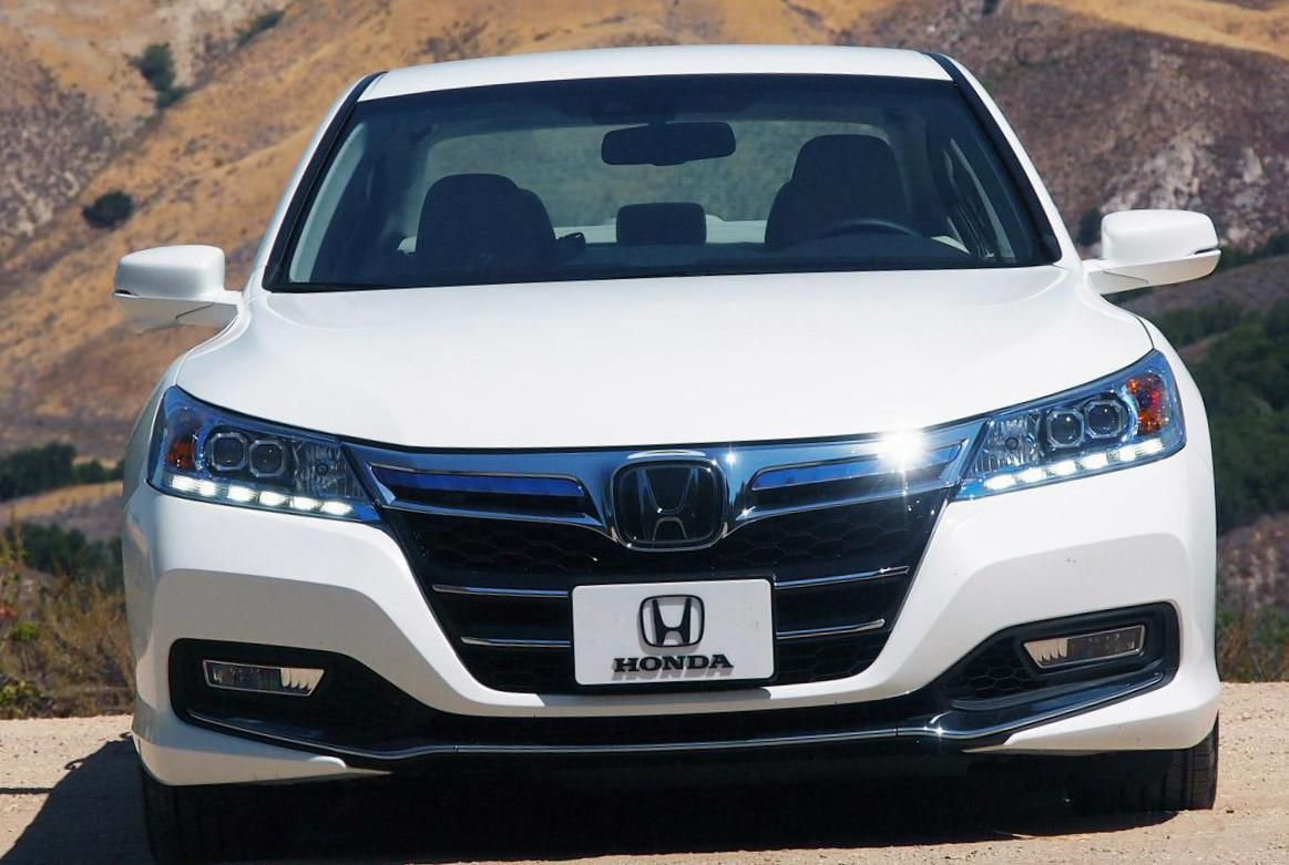Honda Accord PlugIn Hybrid Photos and Specs. Photo Honda
