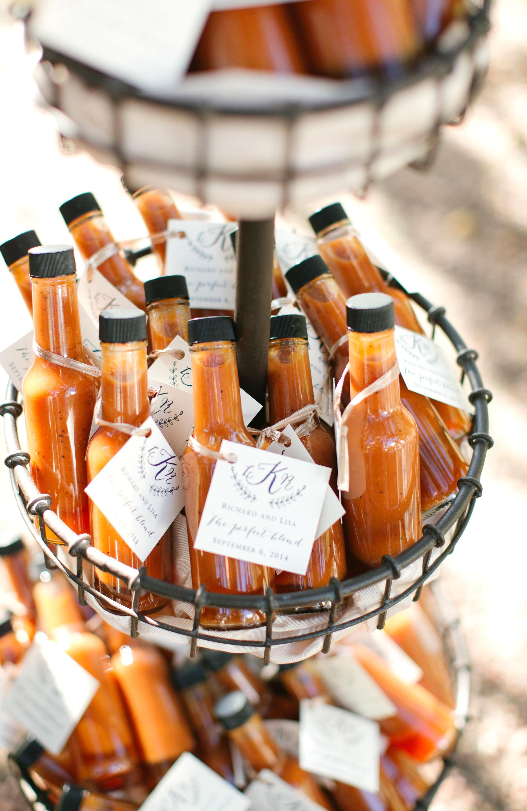 37 Edible Wedding Favors Guests Will Eat Up Literally!