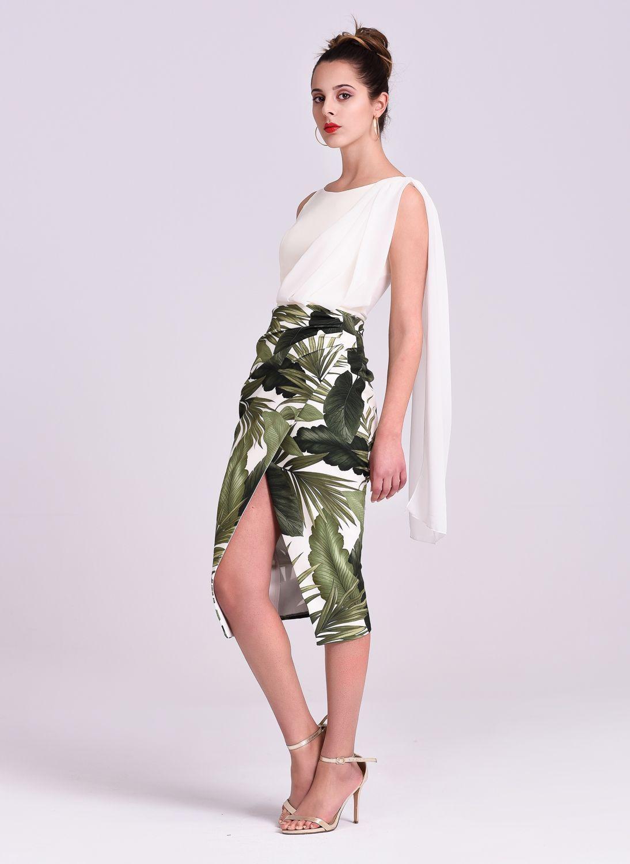 91346aacd Falda en color blanco con estampado de hojas verdes.