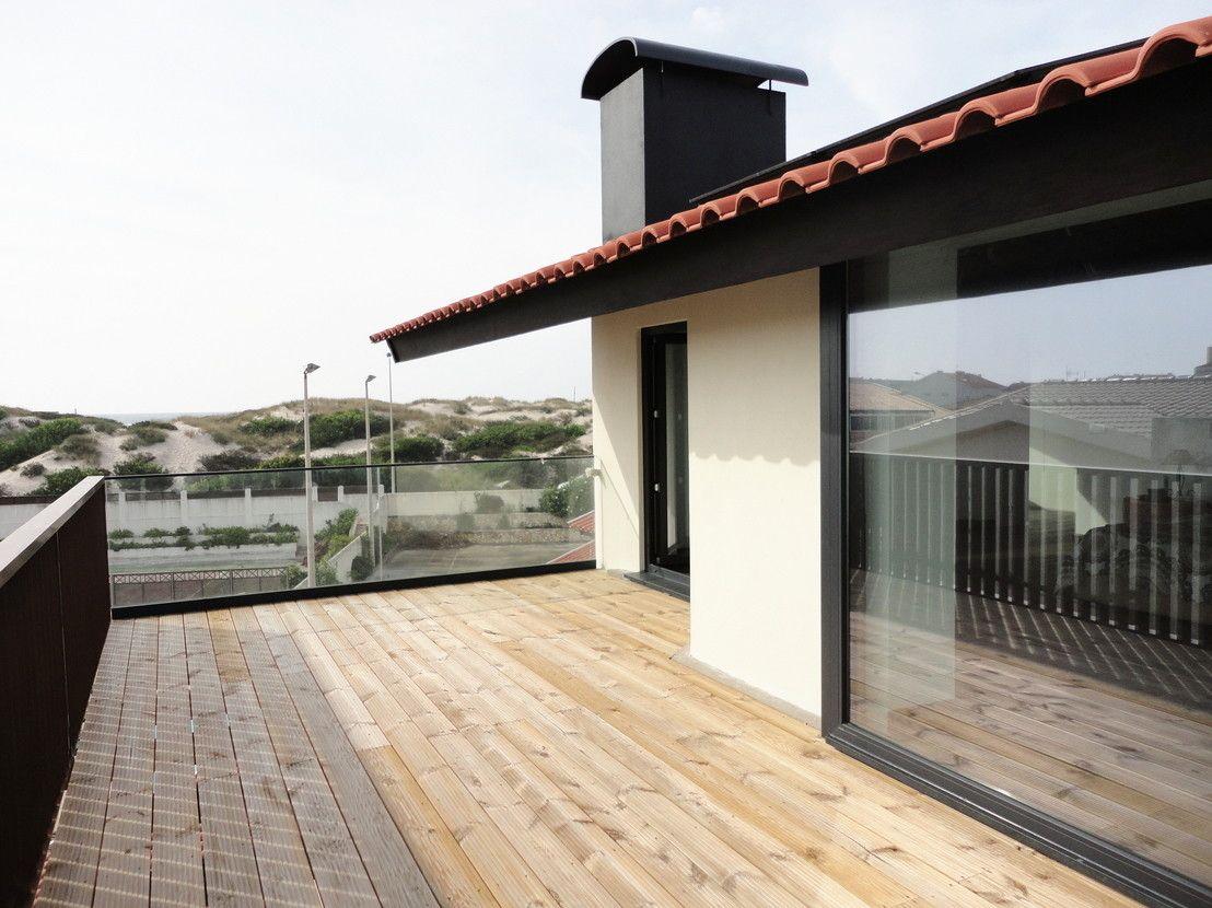 Antes Y Despues Casa Vieja Transformada En Espaciosa Y Moderna Casas Decoracion De Exteriores Remodelacion De Casa