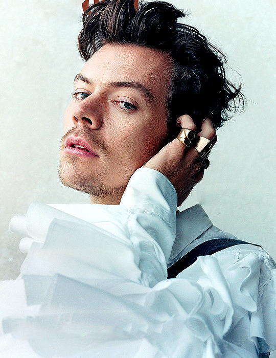 Pin By Jhoshua On Harry Styles In 2020 Harry Styles Photoshoot Harry Styles Photos Harry Styles Pictures