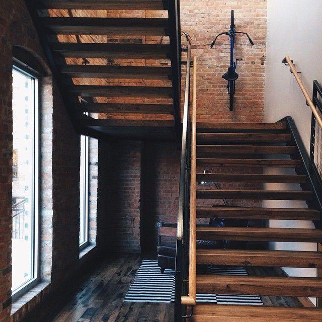 Late Night Randomness (31 Photos) Staircases, Bricks and Barrels - einrichtungstipps junggesellenwohnung