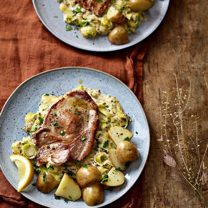 Pork Chops With Creamy Leeks New Potatoes Healthy Recipe Ww Uk Recipe In 2021 Healthy Pork Chop Recipes Recipes Healthy Recipes