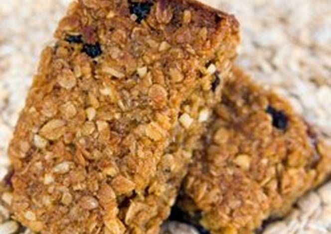 طريقة عمل كيك النخالة والشوفان صحي ولايت بالصور من كارول مخول هاني Recipe Nut Free Granola Bars Homemade Granola Bars Healthy Homemade Granola Healthy