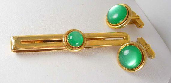 a535b4557475 Vibrant Green Cufflinks Vintage cufflinks MOONGLOW Tie clip Set SWANK  Designer Jewelry mens estate f
