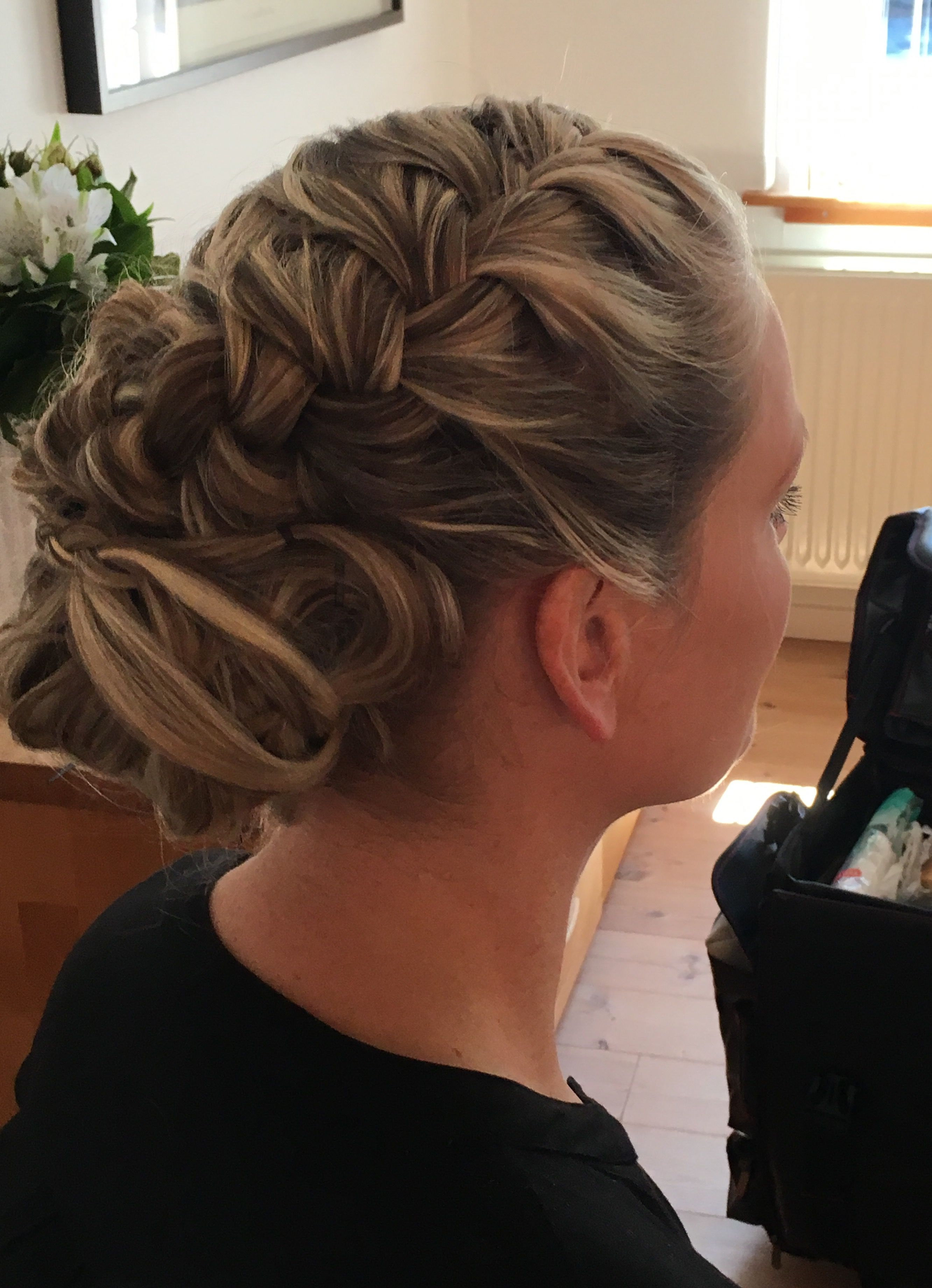 Brudestyling Dk Bryllup2019 Beautystudio Weddingstudio Weddingclub Brudemakeup Har Og Makeup Til Bryllup Bridal Makeu Harprodukter Updo Bryllupsfrisurer