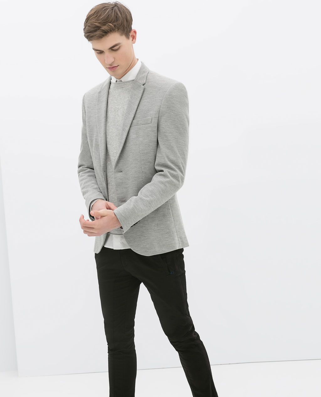 13 Ways to Wear Jeans With a Blazer When it comes down to achieving the smart-casual look, you cannot go wrong with jeans and a blazer. A classic combination in our books, this is our definitive guide on how to get the most out of the look and essentially become a wardrobe staple.