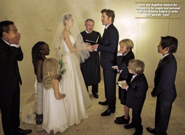 Angelina Jolie And Brad Pitt Love Story Through The Years Pics Angelina Jolie Hochzeit Hochzeitsfeier Ideen Hochzeitsfoto Idee