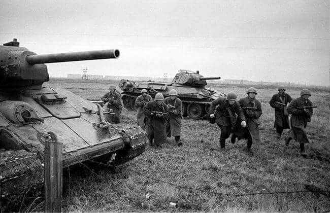 Notice the add-on armour kit on the closest T-34. https://www.facebook.com/Soviet.Tanks.of.WW2/