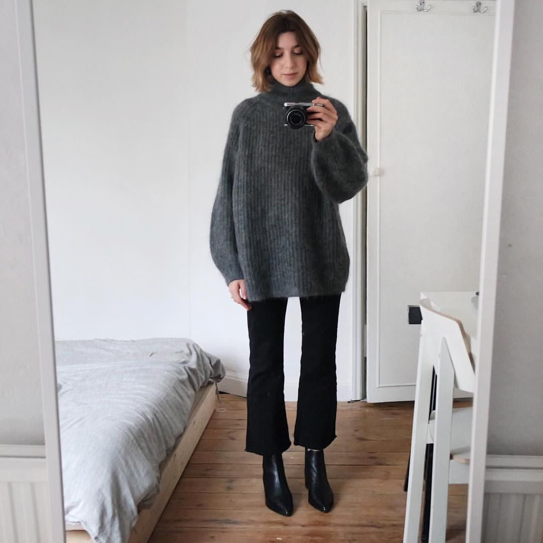 "Brittany Bathgate on Instagram: ""Perfect jumper to hide the imminent brunch AND roast dinner bloat."" 1"