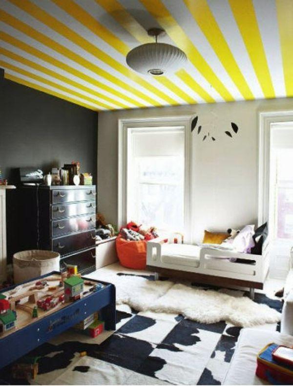 Kinderzimmer decke gelbe linien kronleuchter bett fenster grey yellow and black nursery - Kronleuchter kinderzimmer ...