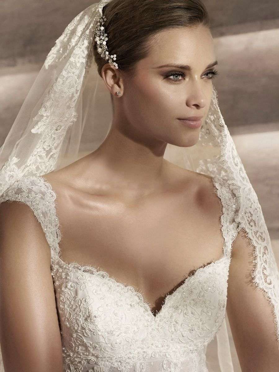 Cap sleeves aline wedding dress with sweetheart neckline empire