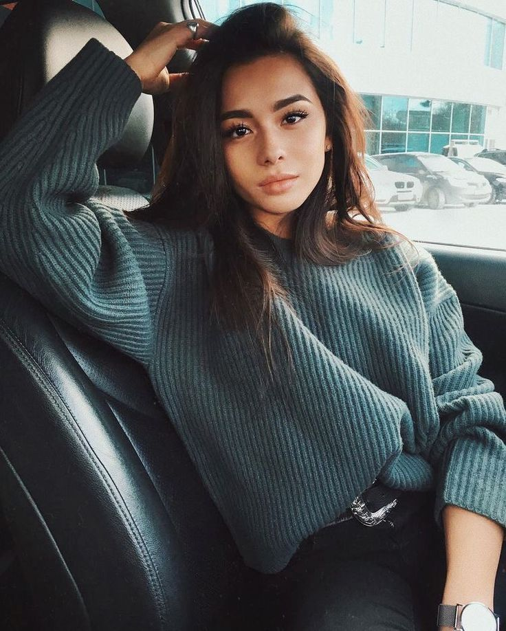 I love this colour (the sweater) | Cozy winter outfits ...