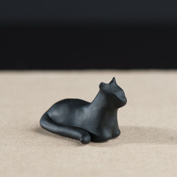 it has crystals on the bottom! Shadow totem cat le animalé