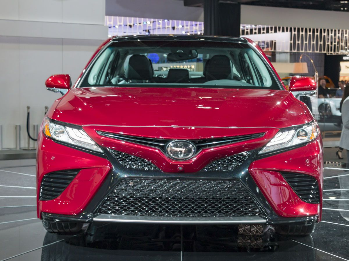 2018 Toyota Camry: New take on an old standby - Kelley Blue Book ...