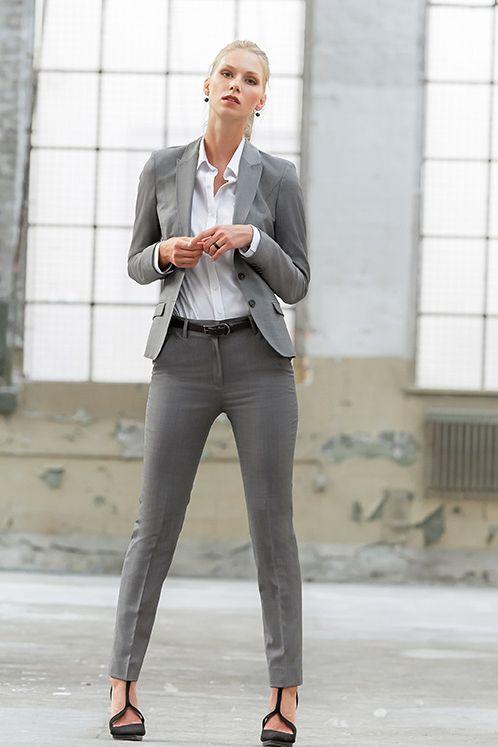 sexy frau in business anzug