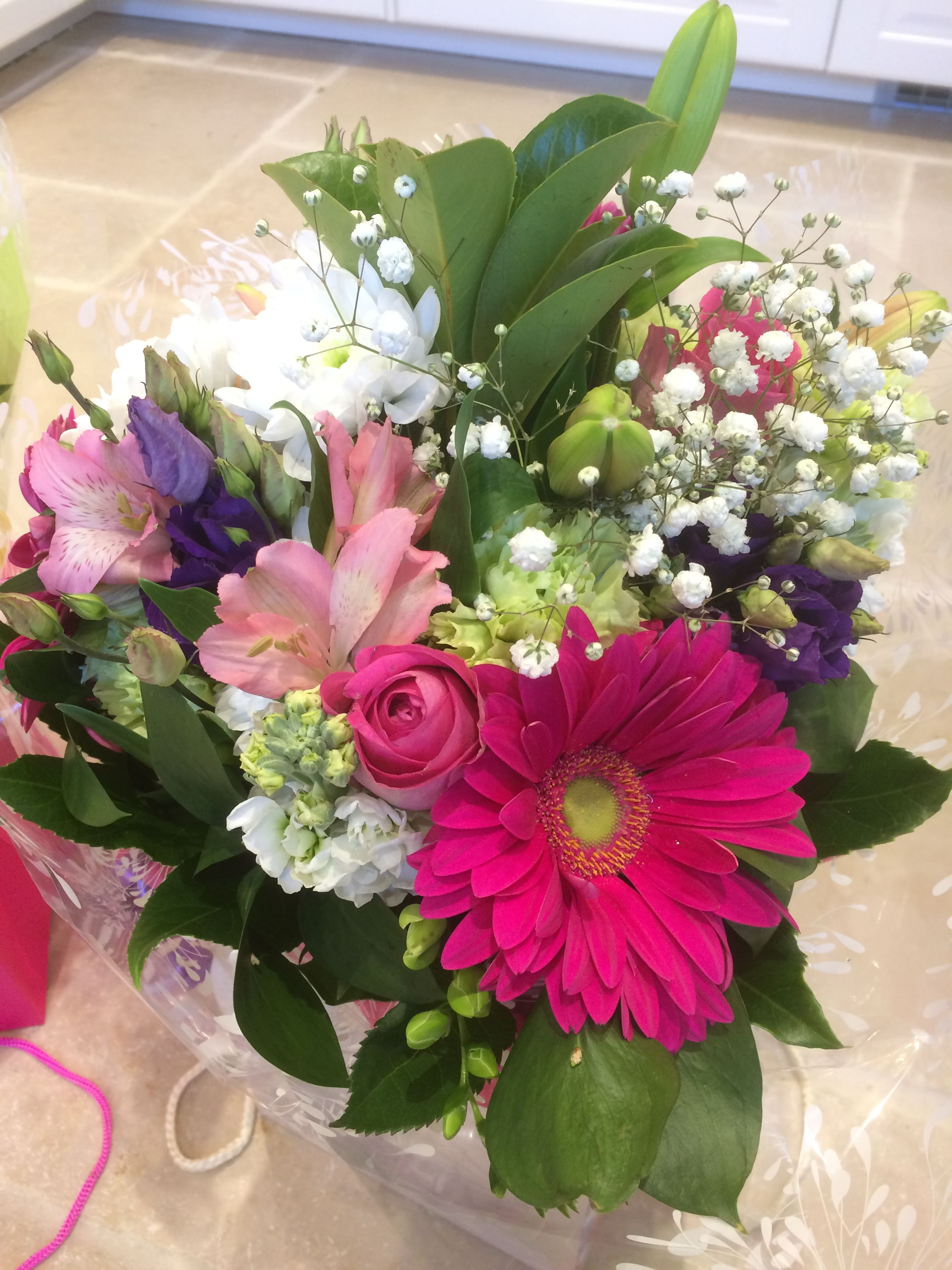 Gift bouquet of seasonal fresh flowers from willow house flowers willow house flowers aylesbury florist free same day delivery in aylesbury bucks local on line florist for next day local delivery flowers bouquets izmirmasajfo Images